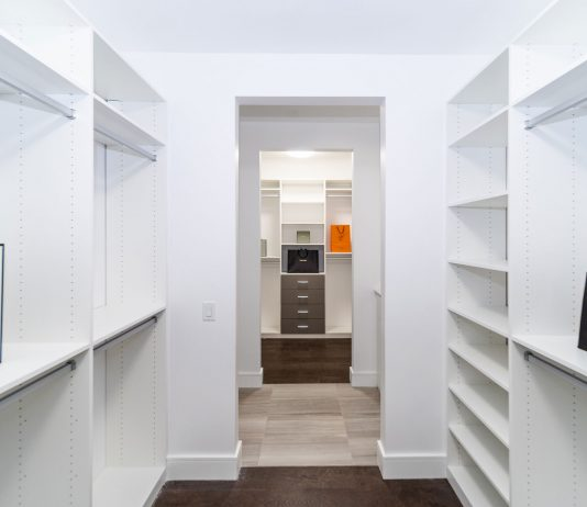 Tips-For-Simplifying-The-Decluttering-Of-A-Closet-on-americasbestblog